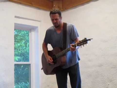 Michael Tolcher singing The Sun Song