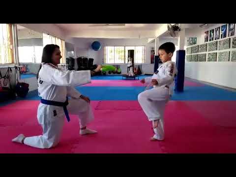 Márcio Victor treinando Taekwondo
