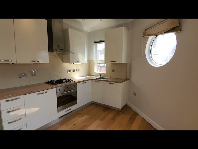 Newly decorated 2 bedroom flat close to Sutton stn Main Photo