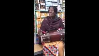 Pakistani khwaja sira [kusra] beautiful voice. MUST WATCH song