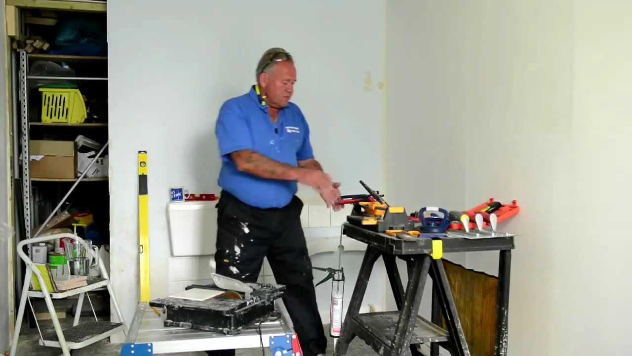 Ceramic Tiling - Ceramic Tiling Tools Tutorial Part 1/2 ...