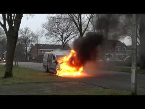 2016-12-17 Volledige video Autobrand Denekamperdijk Losser + aankomst brandweer en Politie