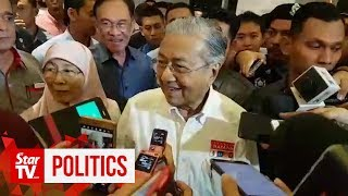 """Dr M on Azmin's """"no-show"""" at PKR retreat opening: """"It's not my business"""""""