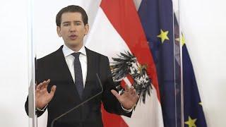 Австрия открывает горнолыжные курорты и сажает туристов на карантин