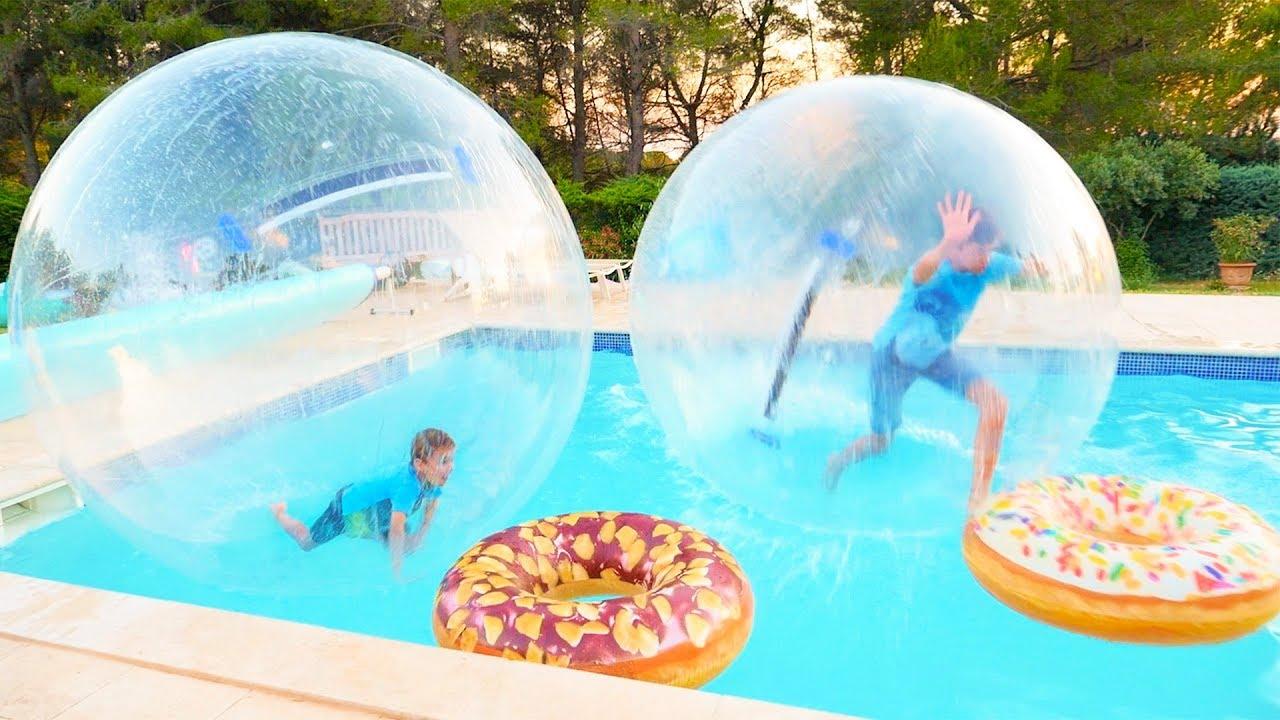 D fi piscine on marche sur l eau dans des bulles g antes for Swan et neo piscine