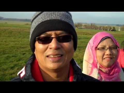 Guests from Singapore on a guided day trip to Stonehenge | Simply Stonehenge