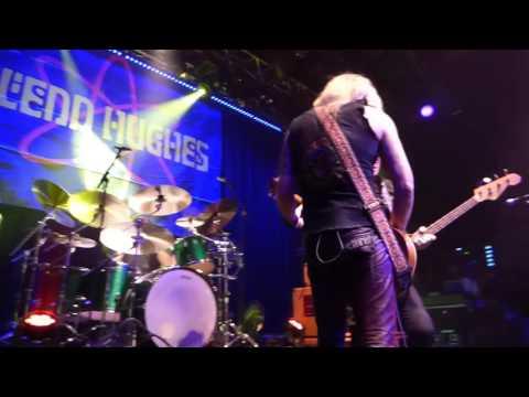 Glenn Hughes & Doug Aldrich - Burn (Boerderij Zoetermeer 25-09-2015)