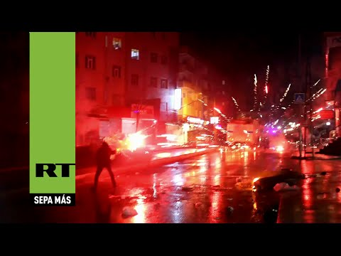 Batalla campal en Estambul durante la  protesta por el asesinato del abogado opositor de Erdogan