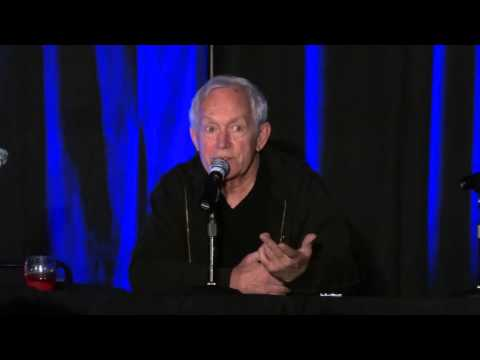 Lance Henriksen at Comic Con part 2 of 2