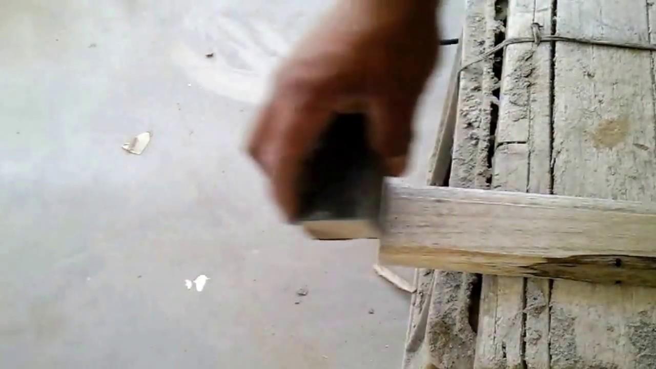 Cómo poner los tapa marcos en la puerta de madera/How to put the ...