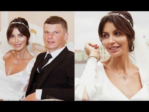 Аршавин официально развелся с Казьминой: суд определил судьбу их общей дочери