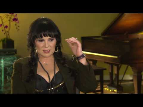 """Heart's Ann Wilson discusses Jimi Hendrix's performance of """"The Star Spangled Banner"""" at Woodstock"""
