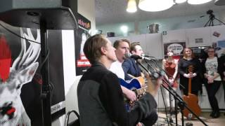 Royal Republic - Kung fu lovin' (Acoustic) (26.2.16 Star FM)