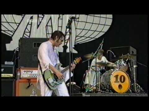 Supergrass - Sun Hits The Sky - Glastonbury 2004