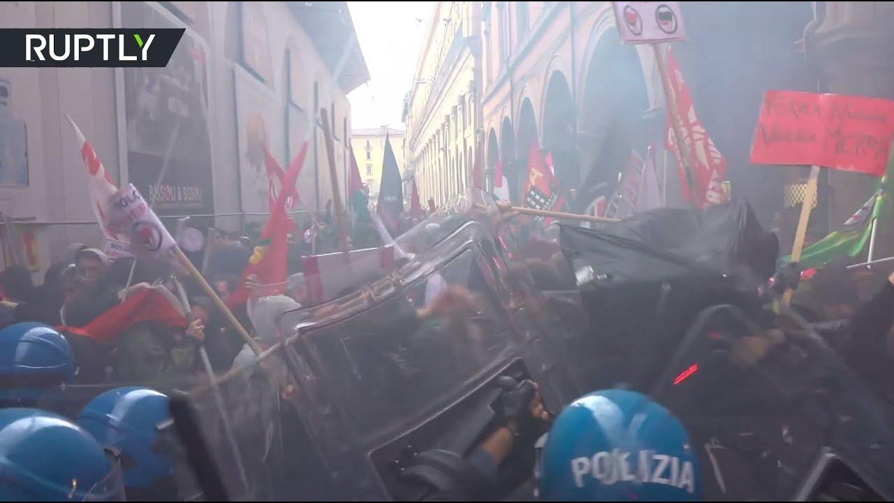 Столкновения участников антифашистского движения с полицией на улицах Болоньи