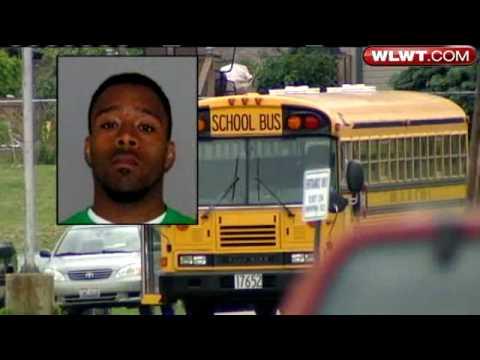 Crying Girl at the school busKaynak: YouTube · Süre: 2 dakika38 saniye