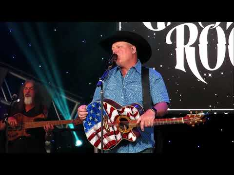 """John Michael Montgomery """"I Can Love You Like That"""" @Epcot 04/10/2019"""