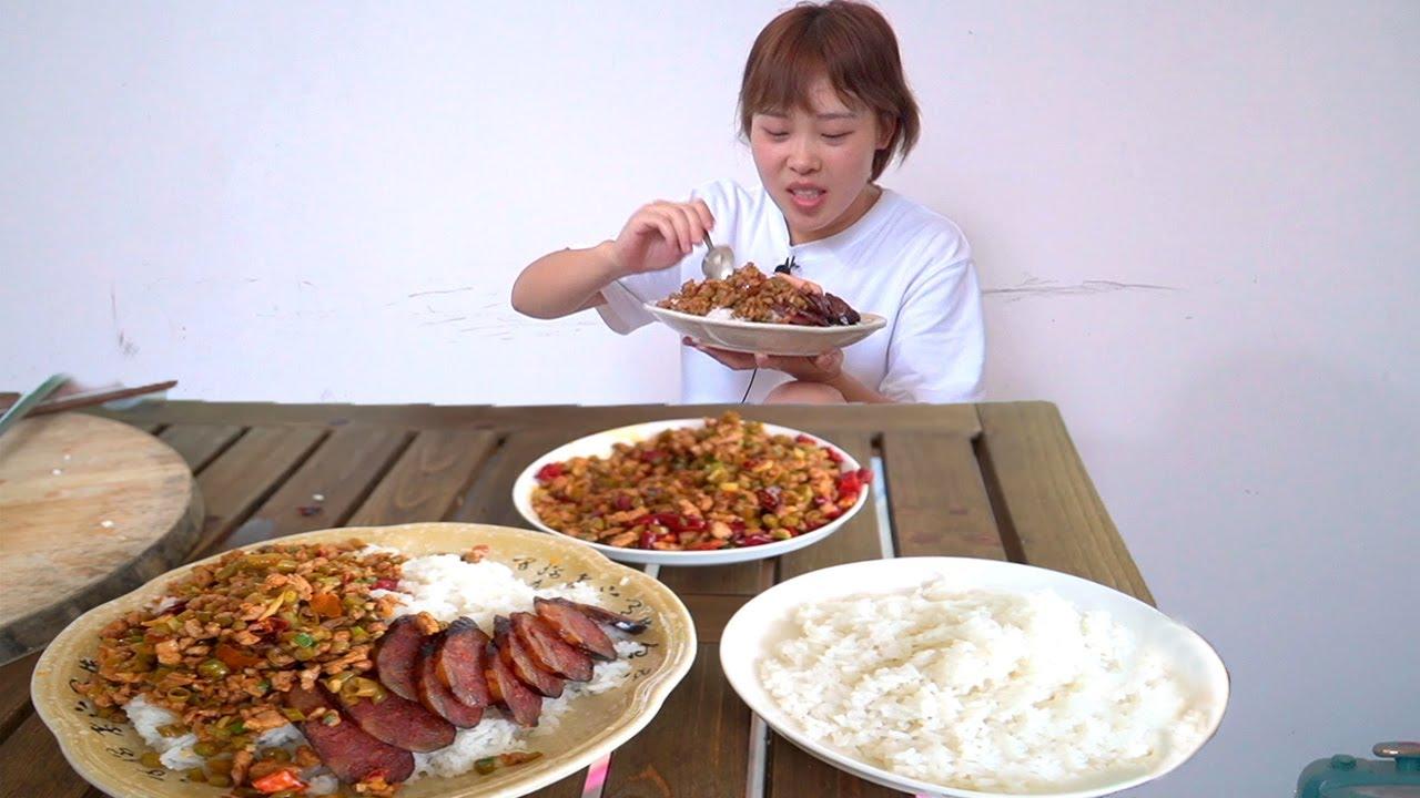 """秋妹做四川美食""""碎米肉"""",再蒸一根媽媽做的香腸,配上大米飯,味道絕了! 【顏美食】"""