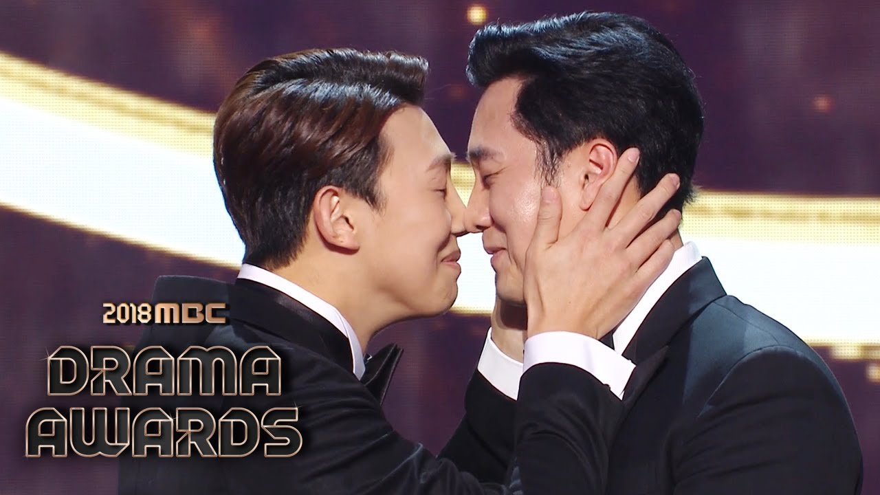 The winner of the Grand Award, So Ji Sub of