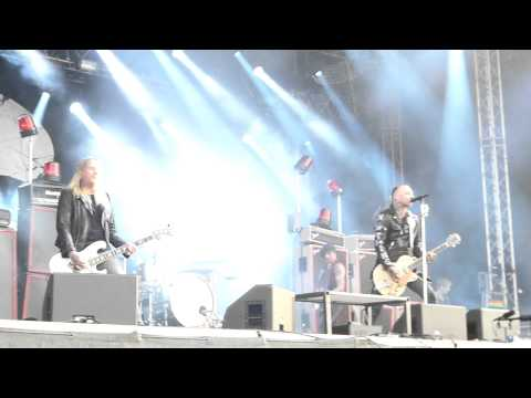 Backyard Babies  - A Song For The Outcast (Live@Getaway Rock) mp3