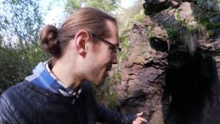 Eine spannende Höhle in einem Prager Wald [learn German] [Deu…