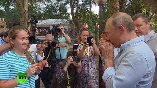 'Whistleblower' Putin: Russian president checks out craft toys at Crimea youth forum