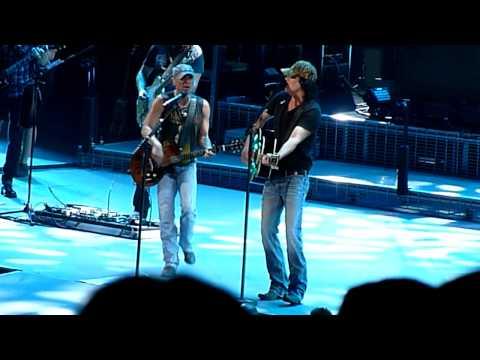 Kenny Chesney & David Lee Murphy  ~ Dust On The Bottle ~ Nashville, TN ! 3/26/15