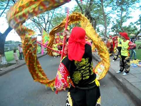 đoàn lân sư rồng Bạch Ngọc Đường - Huế ( 0909.309446 ) - Festival Huế 2011