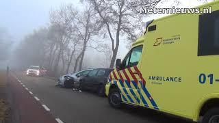 Auto's botsen in de mist in Midwolde