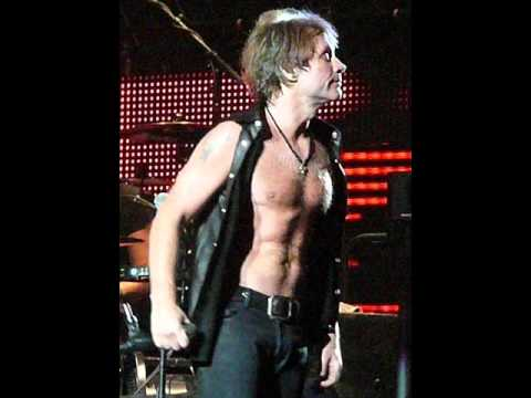 Miles Cyrus nackt undicht