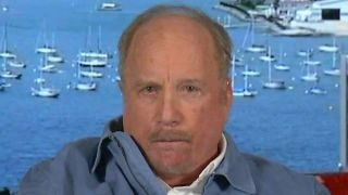 Actor Richard Dreyfuss takes on Tucker over the 9th Circuit court that blocked the Trump administration's attempts to withhold funds from sanctuary cities, ...