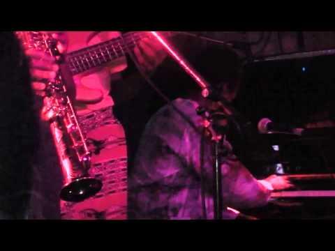 Calvin Yug et l'Afro Jazz & slam bantu - Concert LIVE au Baiser salé - Alolo
