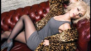 HOT Scarlett Johansson Legs, Heels and Stockings