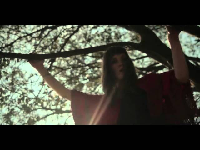 cate-le-bon-fold-the-cloth-official-video-streetteamrockandtan
