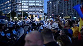 Proteste, gaze lacrimogene, furie