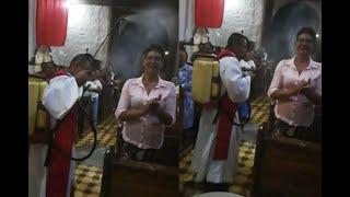 Sacerdote de Sabanalarga recibirá llamado de atención por rociar agua bendita con fumigador