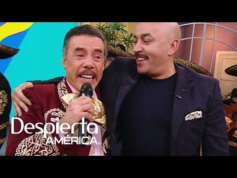 Don Pedro Rivera sorprendió a su hijo Lupillo con tiernas fotos de su infancia