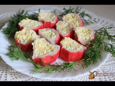 Закусочные рулетики из крабовых палочек с сыром