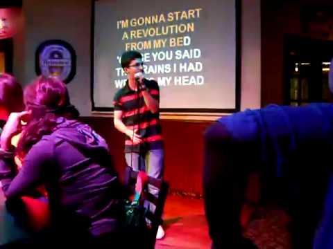 Pedro Lacerda - Don't Look Back in Anger (karaoke)