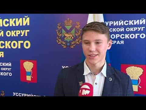 Кикбоксера из Уссурийска поздравил глава администрации округа