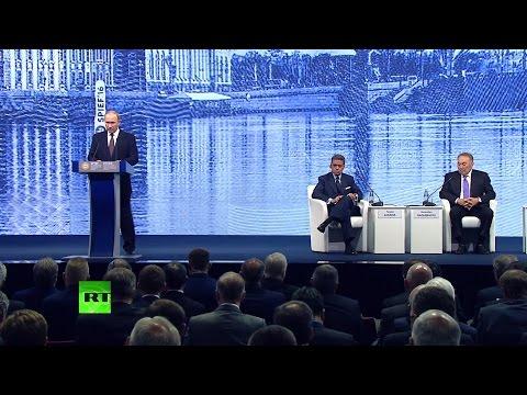 Владимир Путин принимает