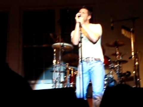 Ty Herndon A Man Holding On To A Woman Letting Go He Stopped Loving