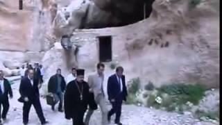 Президент Аль-Асад поздравил всех сирийцев с праздником Пасхи из Маалюли
