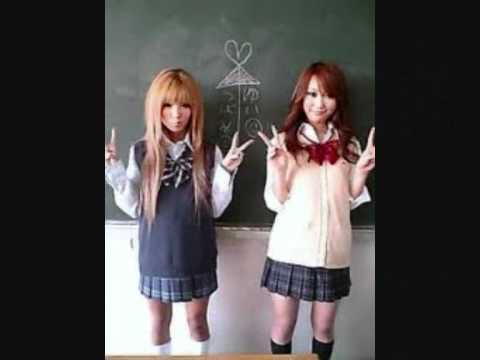 Japanese kogal girls apologise, but