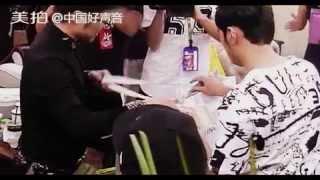 【周杰倫Jay Chou: 唉呦, 今天就戴上了!】《 中國好聲音4》The Voice 4 幕後花絮 導師送禮 (哈林 那英 汪峰)