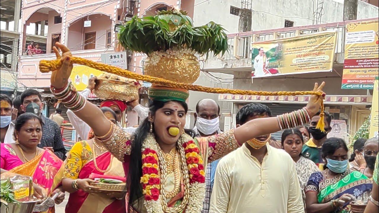 Old City Bonalu 2020 | Jogini Nisha Kranthi Dance | Uppuguda Mahankali Temple | Uppuguda Bonalu 2020