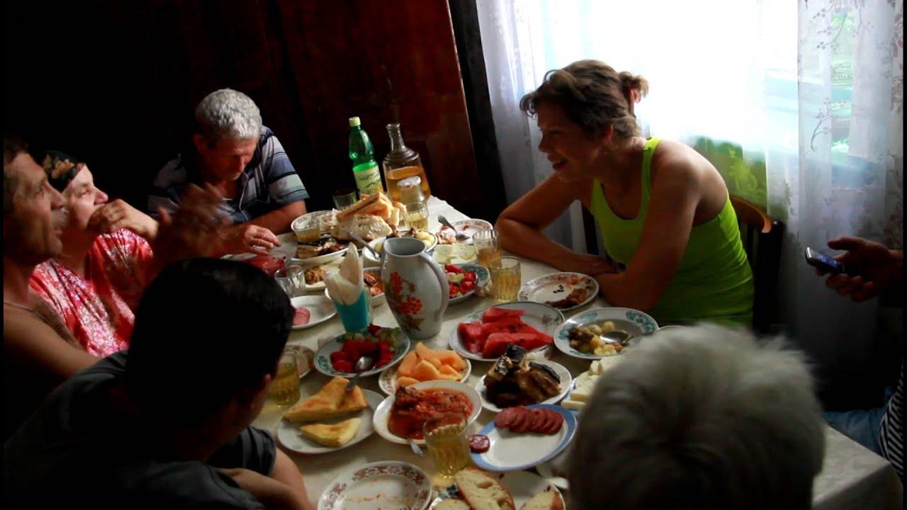 Фото пьяных под столом фото 172-270