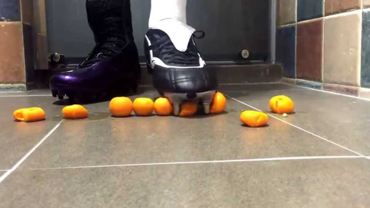 Football cleat VS Rugby boot - YouTube 1e45623a4