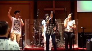 Hari ini Harinya Tuhan medley Bersuka di dalam Tuhan - sung by : Ellie Pasaribu and OIL