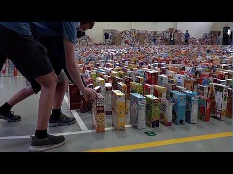 شاهد: إسقاط 15 ألف علبة حبوب على طريقة الدومينو تكريما لموظف مدرسة في فلوريدا…  - نشر قبل 4 ساعة